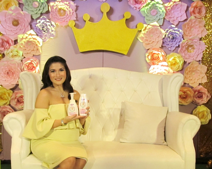 Camille Prats with Sanosan Natural Kids products for her coming little princess