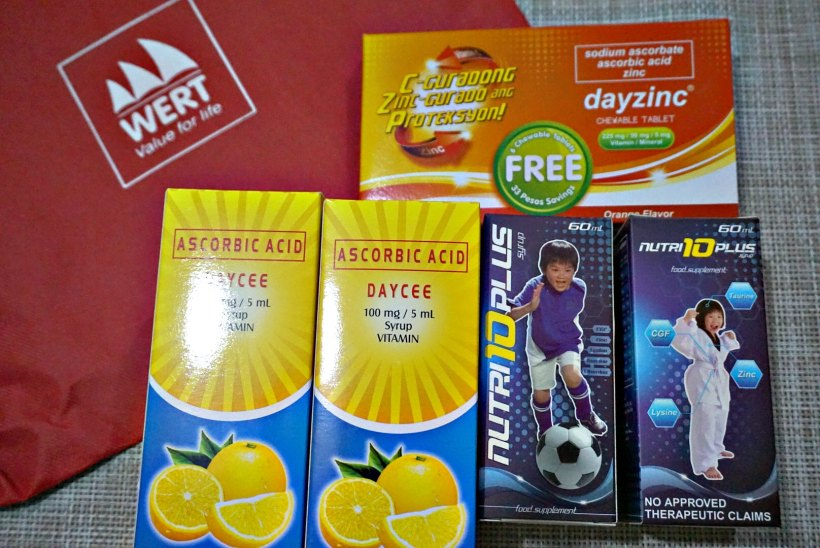 Each pouch contains 2 bottles of Nutri10PlusSyrup, 2 bottles of DayCee Vitamin C and Daycee chewables.JPG