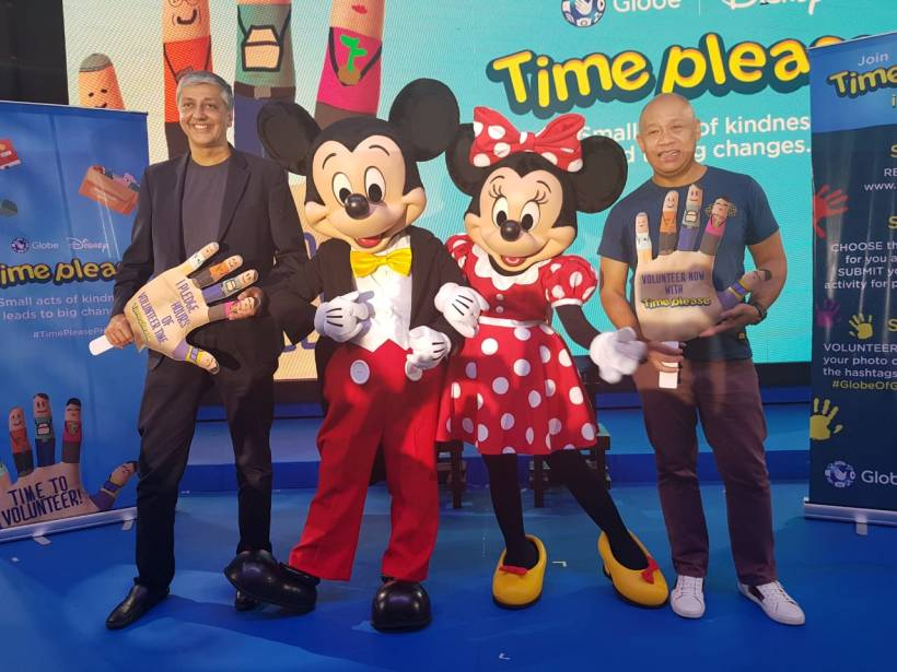Mahesh Samat, EVP & Managing Director The Walt Disney Company South Asia and Ernest Cu, Globe President and CEO together with Micky and Minnie Mouse